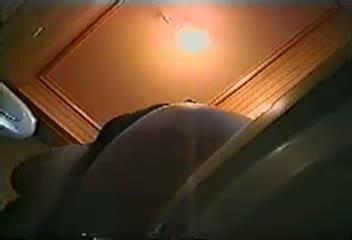 便器の中の隠しカメラがとらえた、オナニーで弄られる素人おマンコ映像w